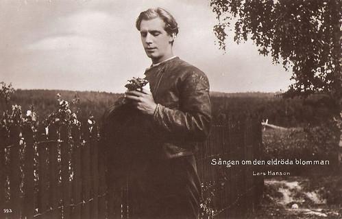 Lars Hanson in Sången om den eldröda blomman (1919)