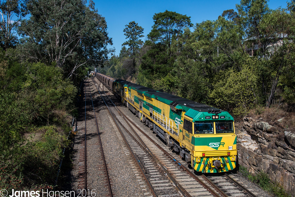 CEY006 leading TM01 at Picton by James Hansen