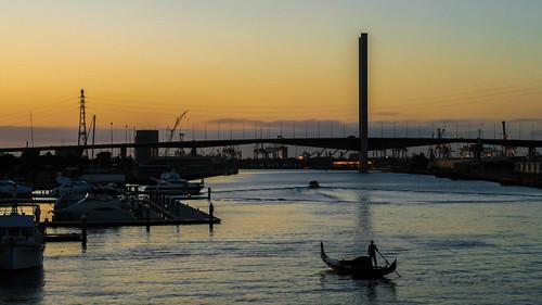 bridge sunset summer man water silhouette canon river boats boat waterfront outdoor australia melbourne victoria docklands dslr punt boltebridge yarrariver 400d canon400d