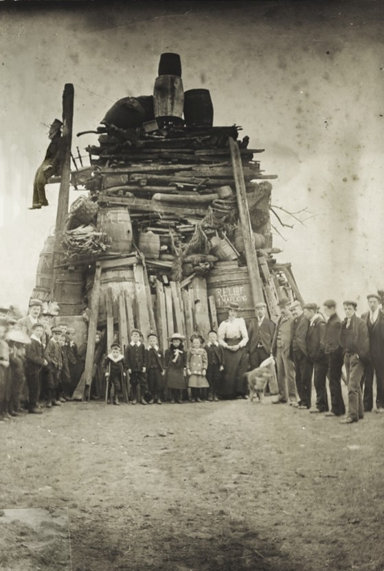 Relief of Mafeking bonfire, Beverley Westwood 1901 (archive ref PH-4-6)