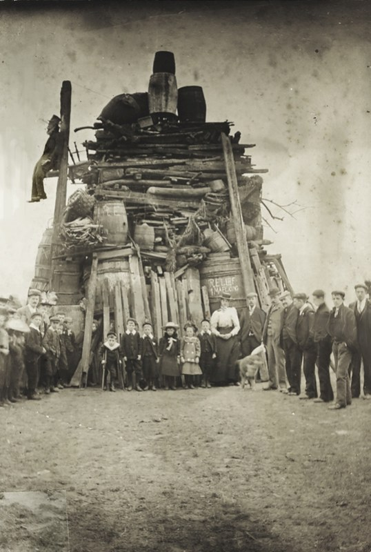 Relief of Mafeking bonfire, Beverley Westwood 1901 (archive ref PH-4-6)