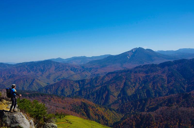 平ヶ岳から燧ヶ岳を見る