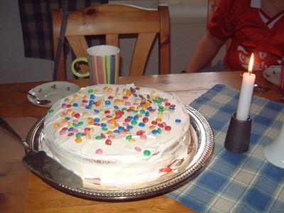 Idag fyllde F 10 år! Tårta!