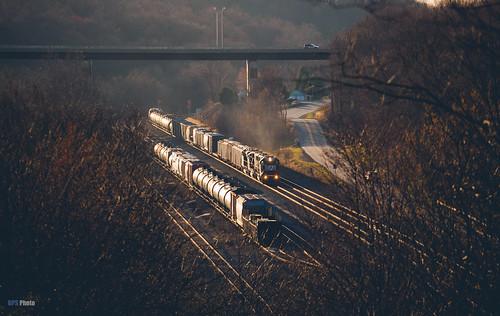 railroad sunset us unitedstates pennsylvania ns trains overlook jeannette glint norfolksouthern rade nspittsburghline ns6319 emdsd40e ns10a