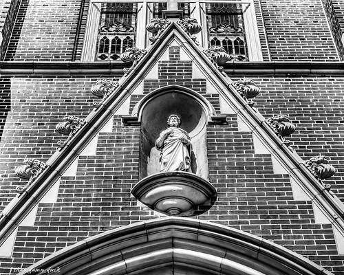 bw church statue blackwhite unitedstates southcarolina brickwork downtowncolumbiasc