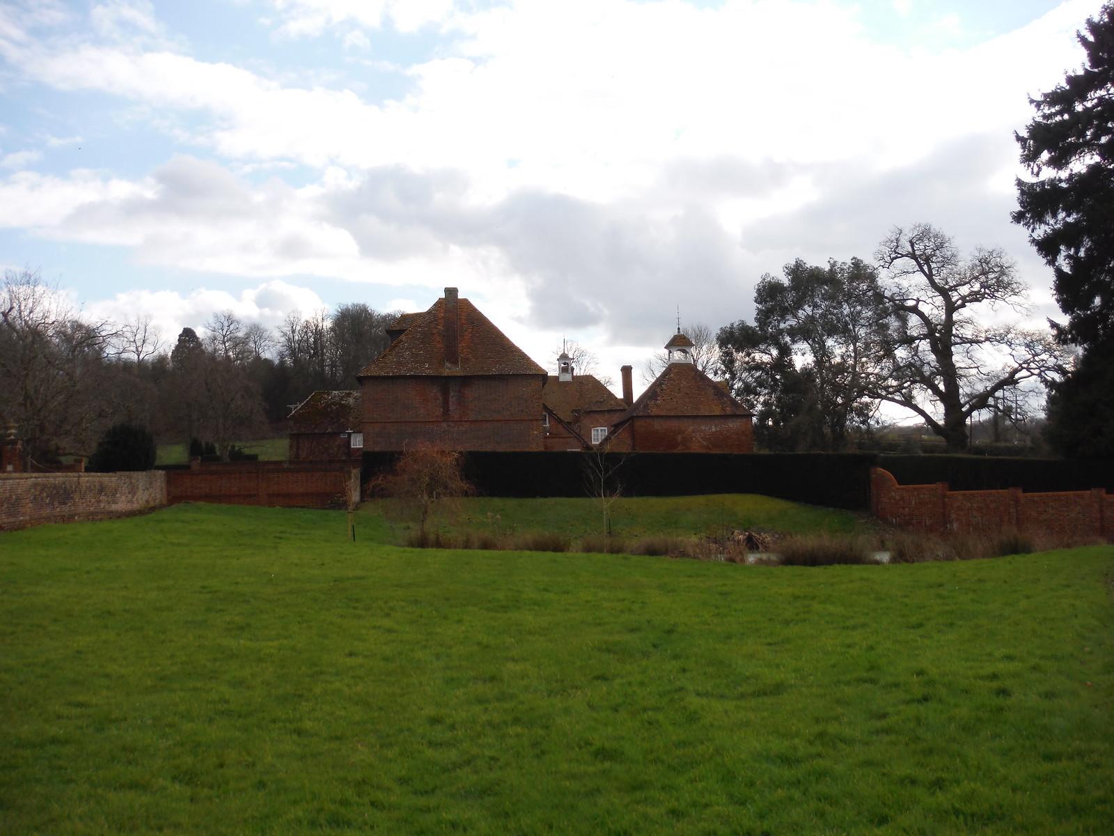 Bucklebury House SWC Walk 117 Aldermaston to Woolhampton (via Stanford Dingley)