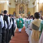 Pfarrer Bonaventura Dumea beim Aussegnen bei der 250. Jahrfeier seit der Gründung der Gemeinde im August 2015