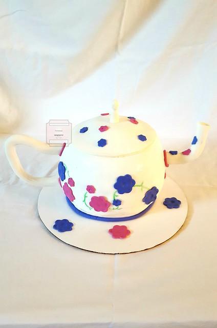 Teapot Cake w/matching Mini Cupcakes