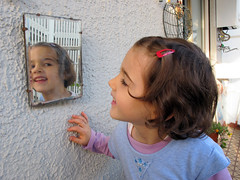 nello specchio