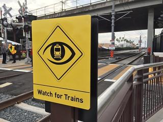 Watch for Trains   by Oran Viriyincy