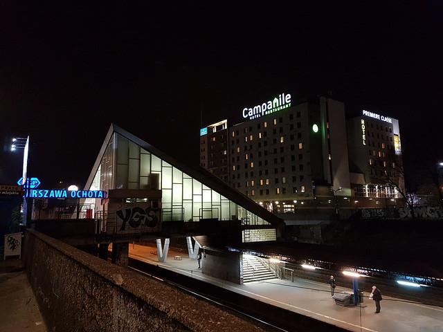 Vårt hotell Campanile, väldigt nära stationen Warszawa Ochota