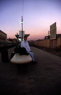 Ägypten 1999 (004) Luxor: Auf dem Bahnhof