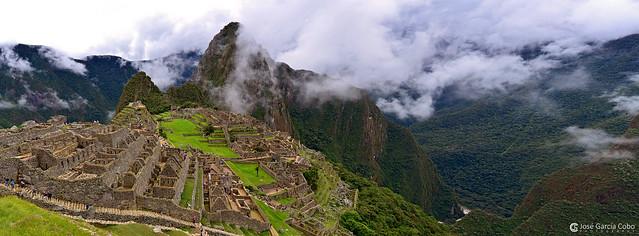 14-04-29 Perú (355-356) Machu Picchu R01
