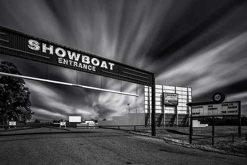 longexposure blackandwhite bw monochrome sign bulb movie marquee us blackwhite theater texas unitedstates screen drivein showboat tiltshift hockley canontse24mmf35lii