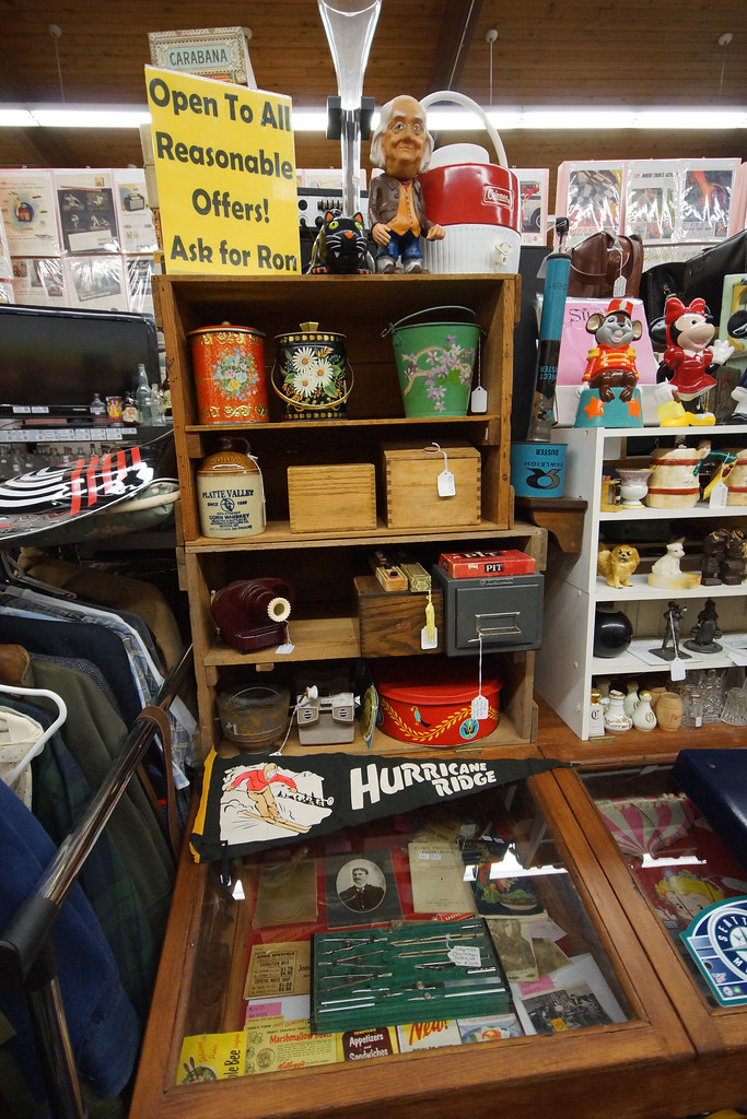 Tin Can Alley inside the Castle Rock Mercantile Antique Mall DSC01465