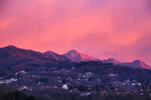 alp alps alpen biella biellese valdengo piemonte piedmont italy italia italien piatto bioglio sunrise dawn alba beautiful sonnenaufgang church pink red fav10 fav20 fav30