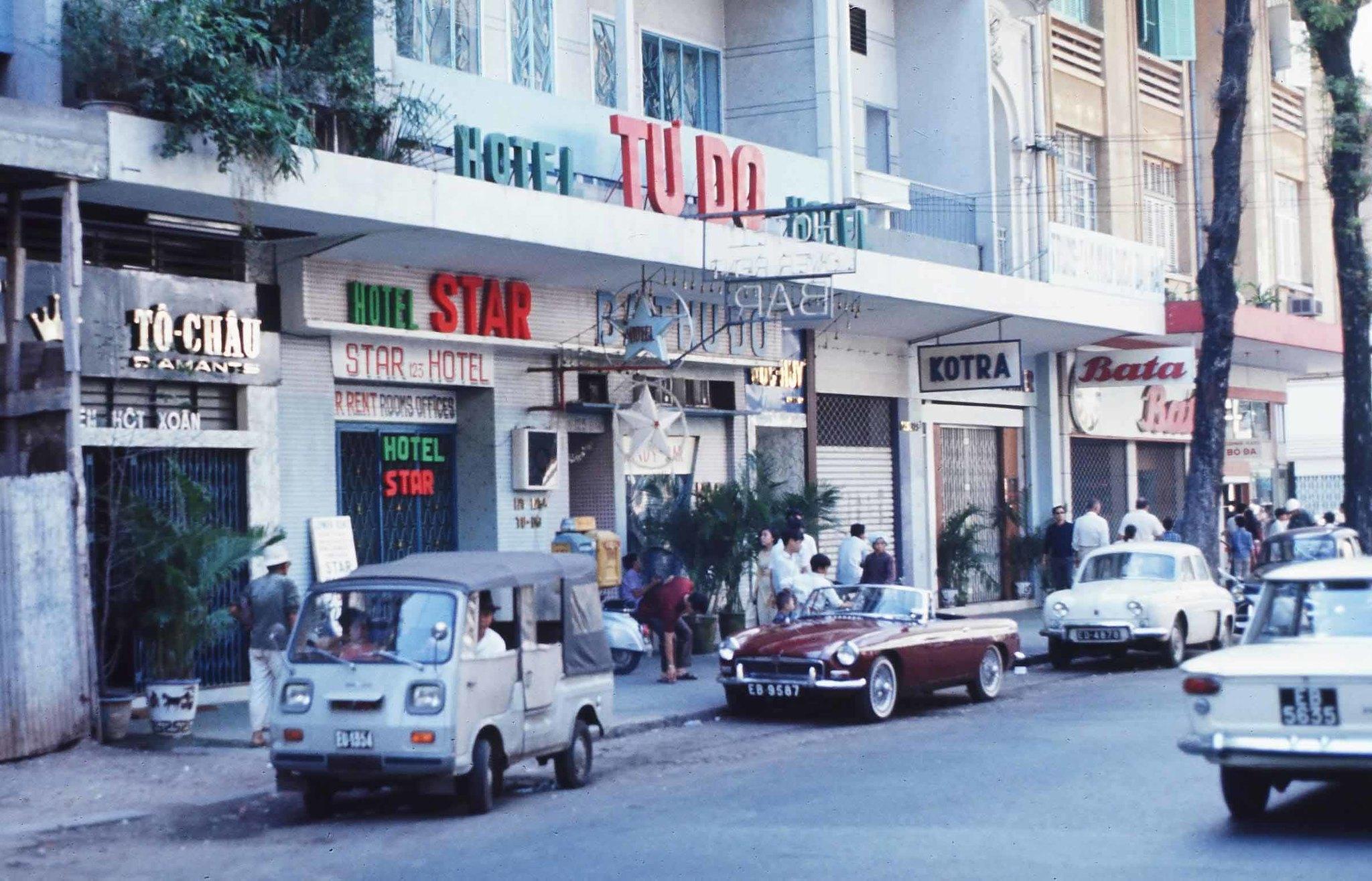 SAIGON 1969 - Tu Do Street. Photo by Rick Fredericksen