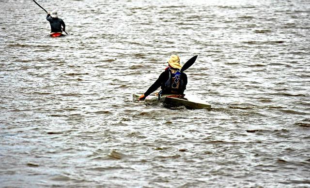 Is THAT a kayak? Es ESO un kayak?