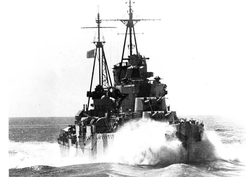 빛 순양함 HMS 아약스에서 속도를 지중해에서