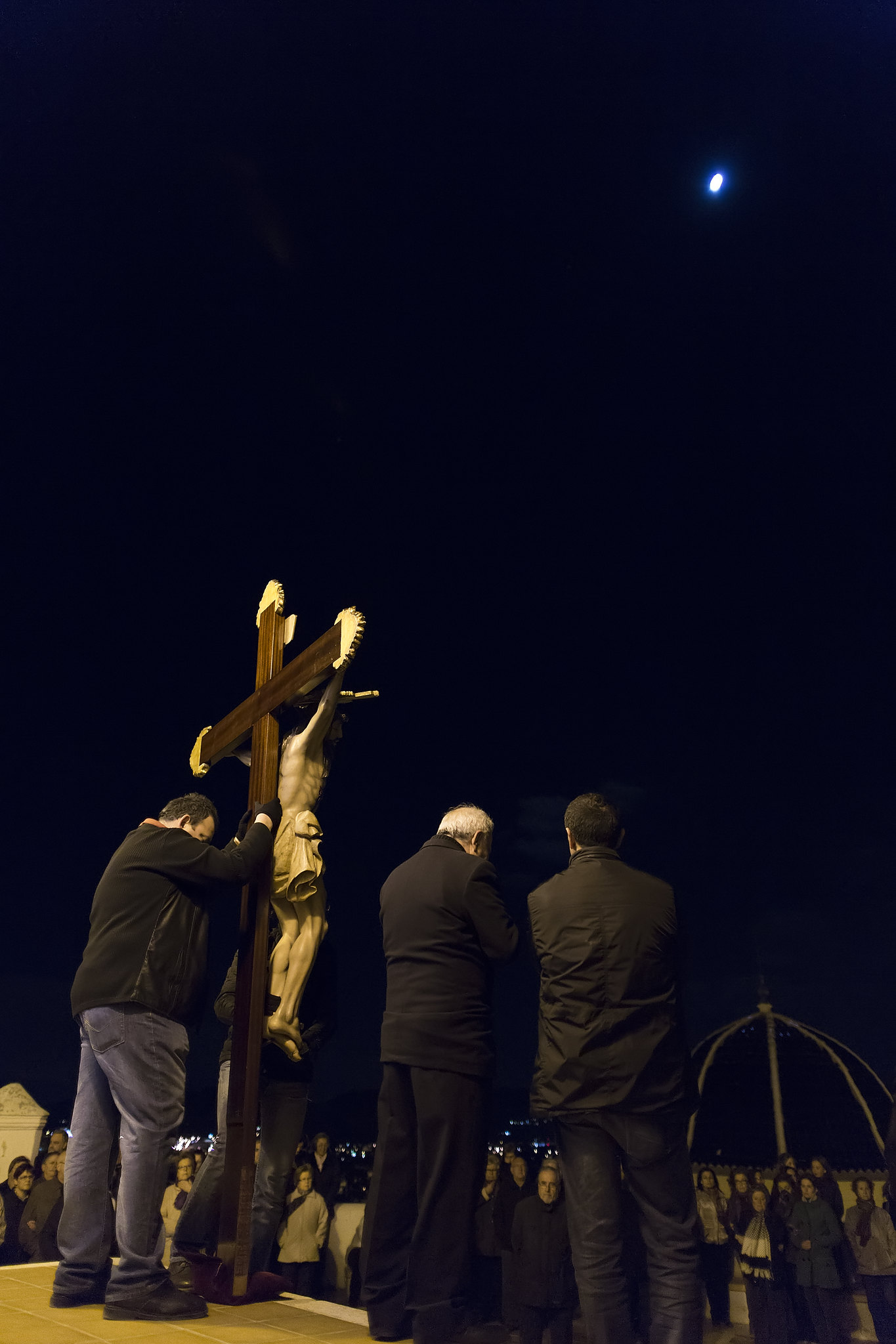 (2013-03-22) - IV Vía Crucis nocturno - Vicent Olmos (07)