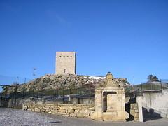 800px-Torre_de_Menagem_e_nicho_-_Guarda