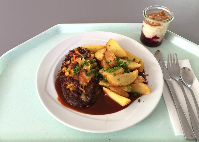 "Salisbury steak ""Mexico"" with BBQ sauce & country potatoes / Rinderhacksteak ""Mexico"" mit BBQ-Sauce & Country Potatoes"