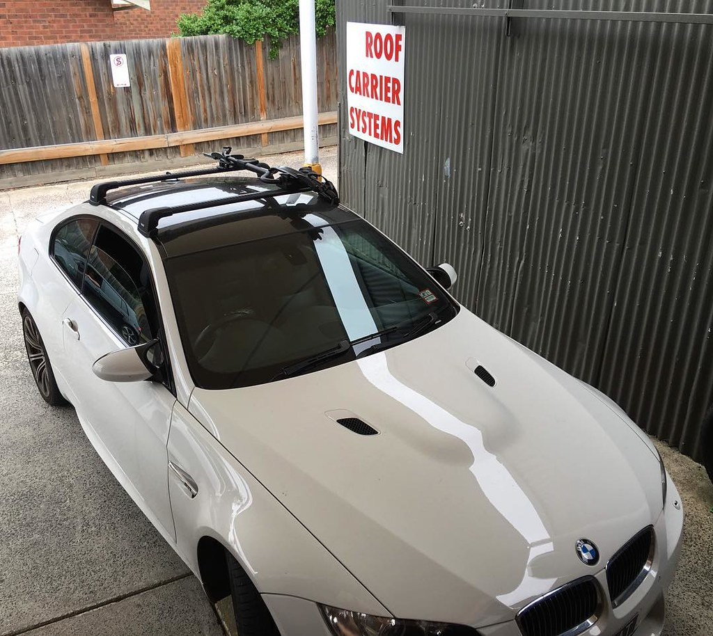 Bmw E92m3 With Black Thule Wingbaredge Roof Racks And