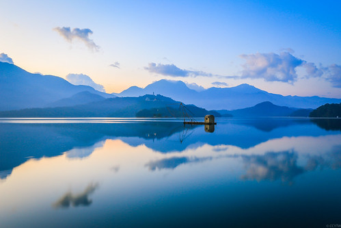 日出 日月潭 四手船 船 到影 雲彩 reflections sunmoonlake sunrise boat dawn cloud nantou taiwan 南投
