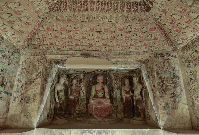 1 trong số những hang động ở Động Ngàn Phật