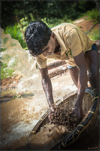 portrait water nikon mine stones srilanka ceylon gems lightroom mineur ratnapura ceylan pierresprécieuses d700 gemmes jeweltry nikond700 nikonafs2470mmf28ged mrletof
