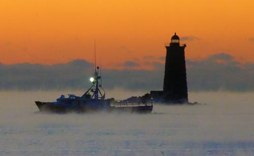 ocean winter sea usa lighthouse sunrise newcastle dawn smoke maine newhampshire portsmouth seasmoke kittery whaleback piscataqua piscataquariver whalebacklight whalebacklighthouse wbnawneme