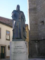 D._Sancho_I_encostado_à_Sé_da_Guarda