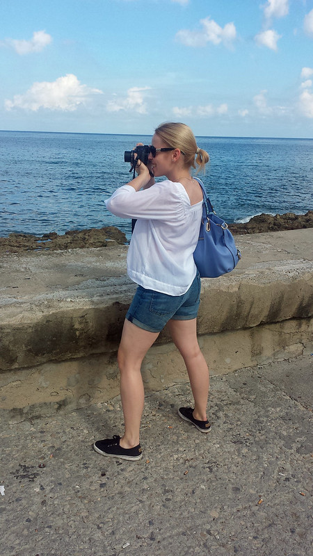 Walking on Malecon - Dream Holioday in Cuba