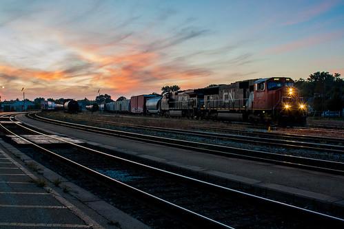 railroad blue sunset ontario cn train track ns tracks rail railway trains hour rails railfan brantford emd 5687 sd75i c449 cndundassubdivision