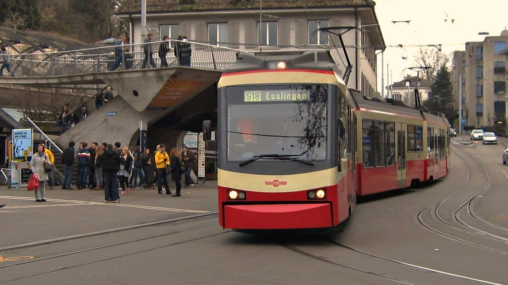 Forchbahn in Zürich Stadelhofen 2011