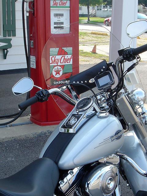 TomTom Rider GPS mounted on 2006 Harley-Davidson Heritage