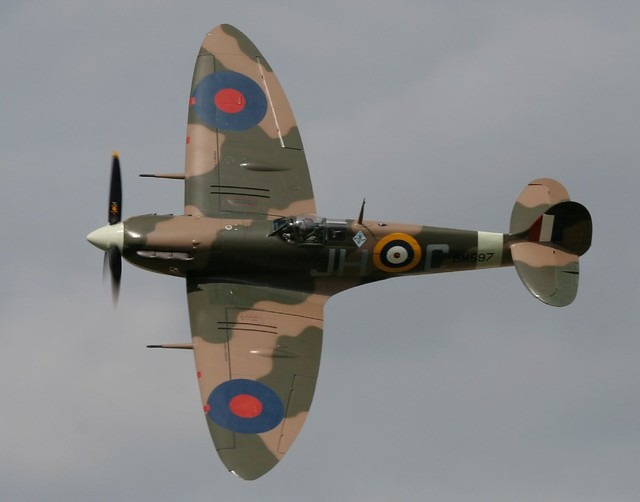 Spitfire MK9 Displaying at Elvington Air Show August 2006