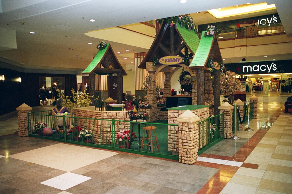 017_9 Easter Display Colonie center feldman Mall Propertie