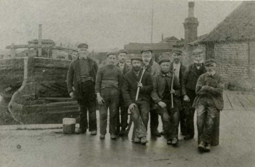 Cook Welton & Gemmell shipbuilding workers c.1901 (archive ref PO-1-14-216)