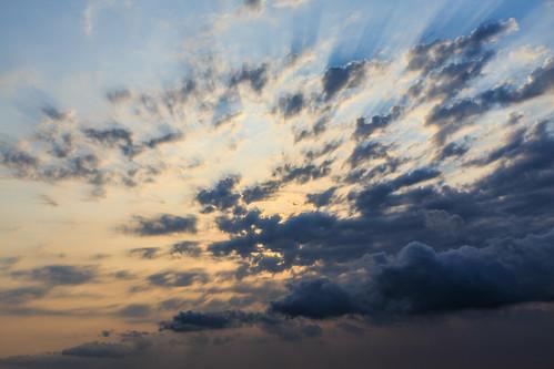 sunset radiance 夕陽 台灣 雲 日落 6d 雲彩 白雲 光束 斜射光 屏東縣 ef1635mm 臺灣省 夕彩 枋山鄉 雲隙光 456k