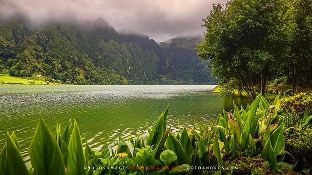 Azores Islands, Islas Azores, Isla de Sâo Miguel, La Lagoa Verde en la Caldeira das Sete Cidades