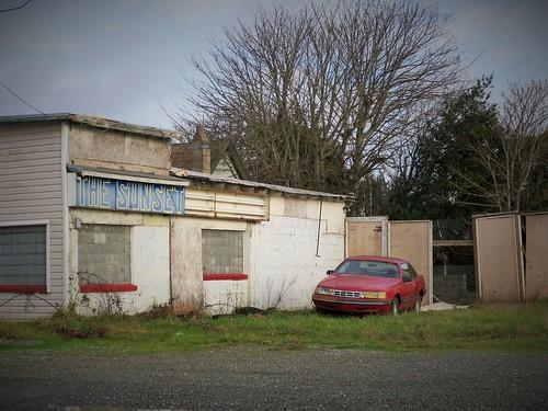 abandoned rip vacant outofbusiness ghostsign paintedsign coosbayoregon fordthunderbird sunsetpub