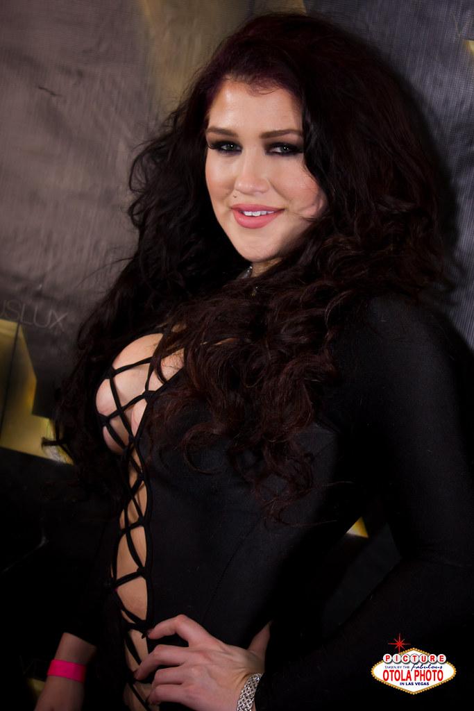 Nikki pheonix