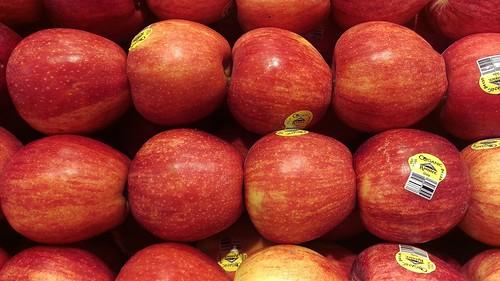 apple apples red stack fruit organic organicmyass chemicallyorganic galaapples gala rainier produce delicious display organized
