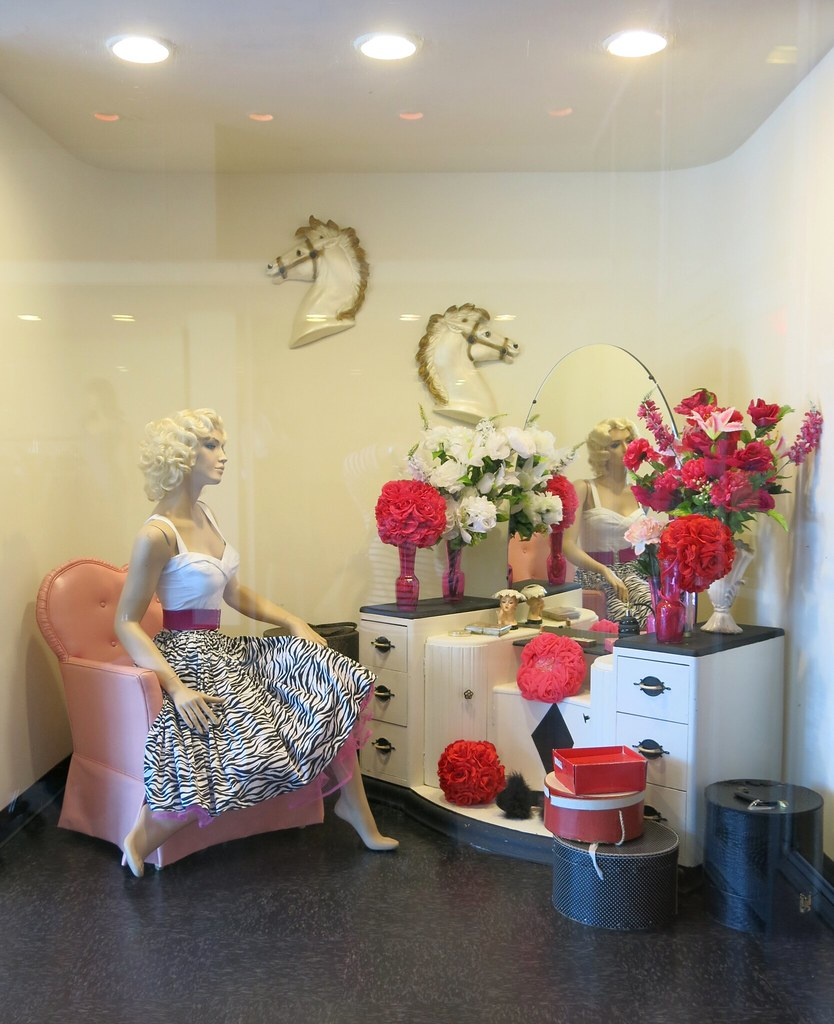 Store Window At Pinup Girl Boutique Burbank Ca Www Pinu Flickr