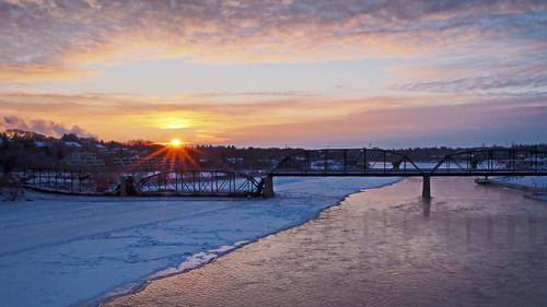 bridge winter sunset canada cold water night wow river olympus saskatoon sunburst saskatchewan southsaskatchewanriver brilliant omd victoriabridge em5 trafficbridge