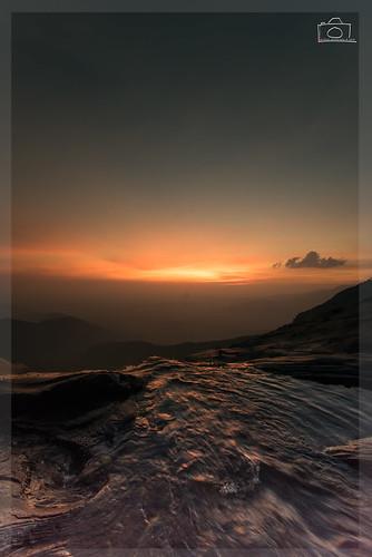sunset sun water golden rocks eveningsun dusk falls waterfalls karnataka goldenhour westernghats 2016 bandajje