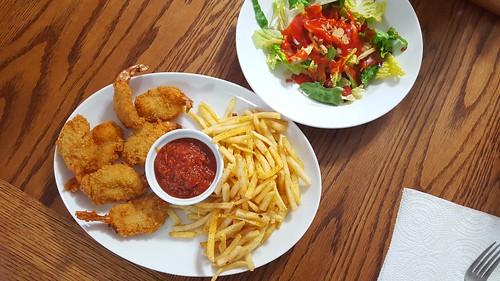 Mmm... shrimp and salad   by jeffreyw