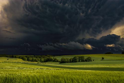 deutschland himmel wolke wolken eifel grün tornado cochem wetter rheinlandpfalz sturm orkan mammatus unwetter attraktion abenteuer vulkaneifel heiter cochemzell illerich
