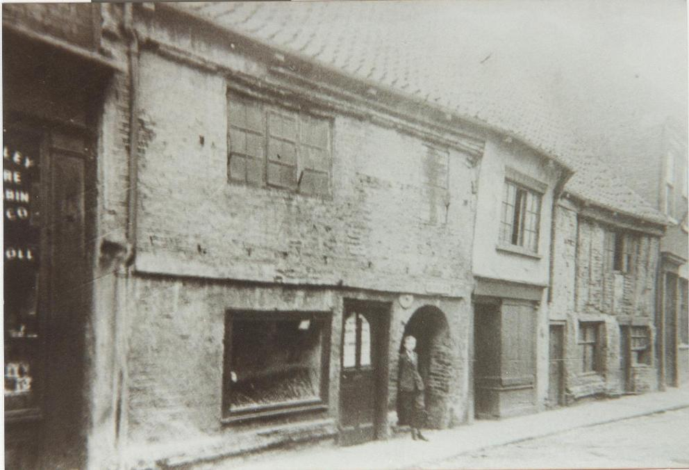Dwellings on Butcher Row, Beverley 1910 - prior to demolition to make way for Marble Arch cinema (archive ref DDX1544-1-13)